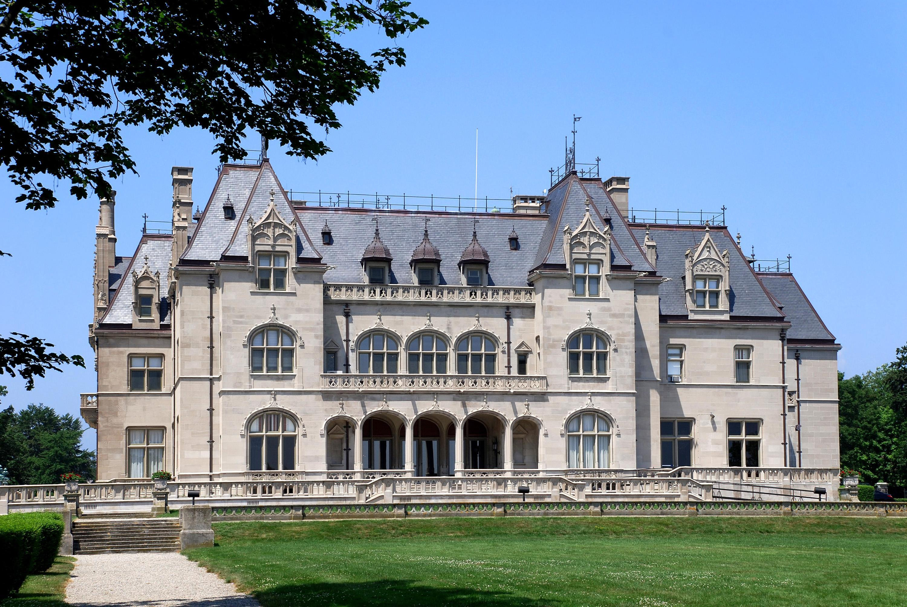 Top Historical Mansions in Newport