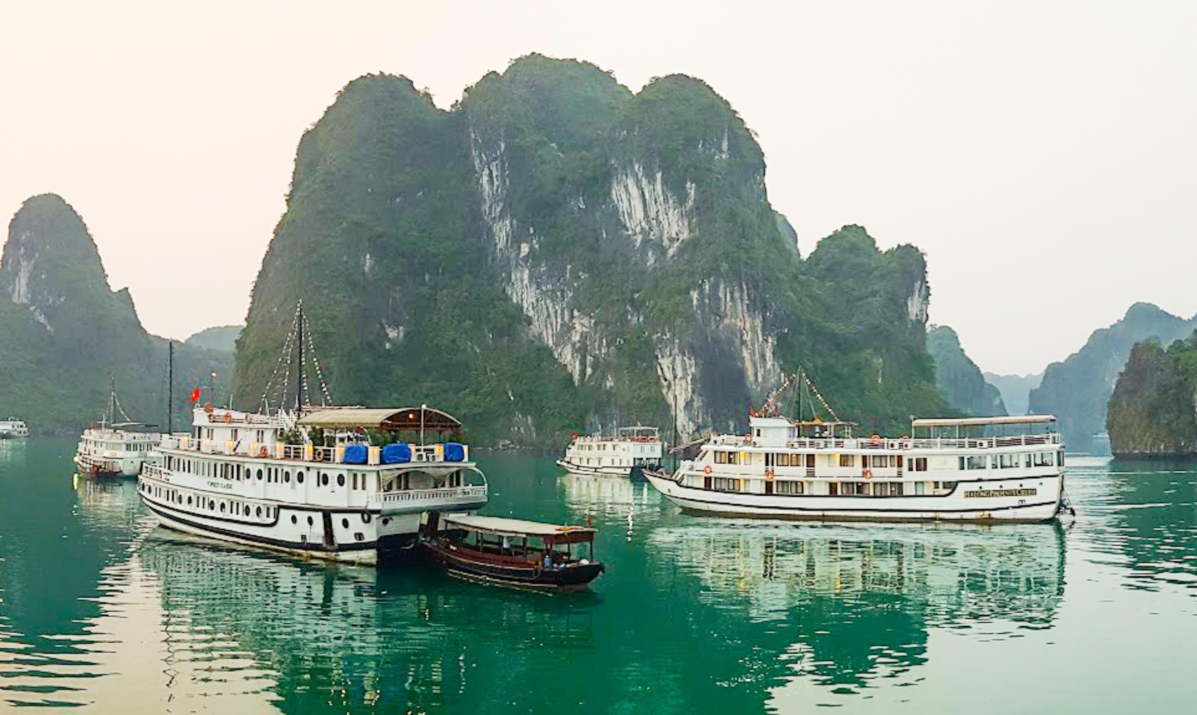 How to Choose a Halong Bay Cruise