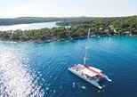 Full-Day Catamaran Cruise to Brač with Food and unlimited Drinks