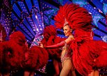 Cena y espectáculo en el Moulin Rouge de París. Paris, FRANCIA