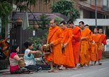 Almsgiving Ceremony & Morning Market in Luang Prabang with a Local Guide