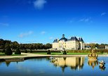 Chateau de Vaux-le-Vicomte Tour with Champagne and Luxury Car Transport