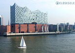 Individually guided sailing trips on the Elbe in Hamburg