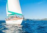 2-Day Whitsundays Sailing Adventure: Waltzing Matilda