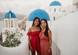 30 Minute Private Vacation Photography Session with Local Photographer in Santorini