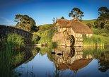Rotorua to Auckland via Hobbiton Movie Set and Waitomo Caves OneWay Private Tour