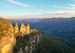 Hike up the Three Sisters and Blue Mountains