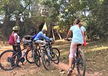 Angkor Wat sunrise Bayon Tomb Raider discover by bike