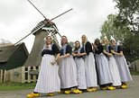 Dress up in Traditional Volendam Costume including free guided tour