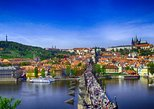 Prague Castle and City Walking Tour including Vltava River Cruise and Lunch