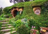 Private Luxury Tour from Auckland to Hobbiton Movie set & Waitomo caves- couples