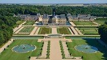 Vaux-le-Vicomte Castle Day Trip with Chateaubus Shuttle, Île-de-France, Private Day Trips
