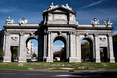 Imagen Madrid Sightseeing Bus Tour With Optional Bernabeu Stadium Visit or Cable Car Ride