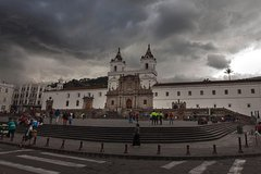 Ver la ciudad,Ver la ciudad,Tours con guía privado,Especiales,Tour por Quito,Excursión a la Mitad del Mundo