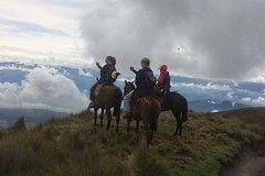Imagen Half-Day Cable Car and Horseback Tour Above Quito