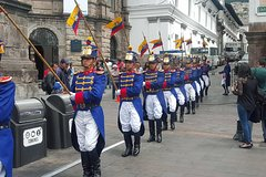 Imagen Changing of the Guard Ceremony including Government Palace Tour in Quito