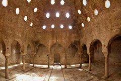 Imagen Recorrido a pie con entrada Evite las colas a los Palacios Nazaríes del Albaicín en Granada