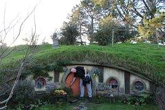 Imagen 2-Day Hobbiton, Rotorua, and Waitomo Tour from Auckland with Accommodation