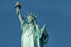 VIP ACCESS: Ellis Island, Statue Liberty and Battery Park Walking Tour