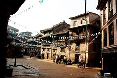 Imagen 3-Hour Guided Small Group Walking Tour of Bhaktapur at Dawn