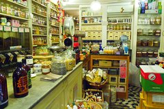 Exclusive Historic Shops Tour in Genoa