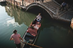 Gondola Ride with violinist and champagne