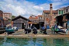 Private Tour: An Historical Gondola Yard in Venice