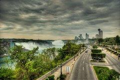 ROUNDTRIP Ground Transfer Buffalo Niagara Int Airport (BUF)-Niagara Falls Canada