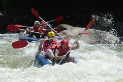 Imagen Tully River White Water Rafting from Mission Beach or Self Drive Cairns