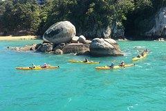 Imagen Full-Day Biking and Kayaking Adventure: Nelson to Kaiteriteri