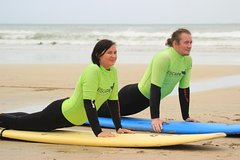 Private Two on One Surf Lesson in Newquay (2 students, 1 instructor)