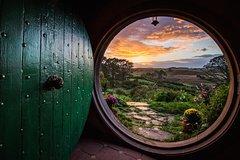 Imagen Tauranga Shore Excursion: Hobbiton Lord Of The Rings Movie Set and Rotorua Geothermal Geyser Combo Tour