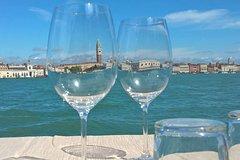 Venice 'Bacari' Evening Tour: Wine, Culture, and Snacks