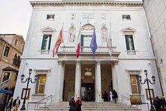 Hidden Venice Walking Tour and Gondola Ride