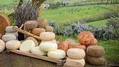 Cheese and Chocolate Tasting Experience in the Tuscan Countryside