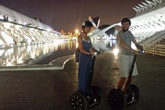 Imagen Valencia City of Arts and Sciences Nighttime Segway Tour
