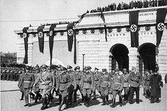 Historical Hitler Walking Tour of Vienna