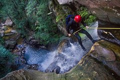 Imagen Small-Group Full-Day Canyoning and Abseiling Adventure from Katoomba
