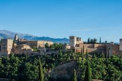 Imagen Excursão de dia inteiro evitando as filas em Granada, Palácio de Alhambra e Albaicin saindo de Sevilha