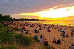 Imagen Guided Small-Group Mindil Beach Sunset Bike Tour from Darwin
