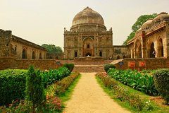 Private old and New Delhi guided city tour in private car .