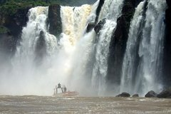Imagen Recorrido de un día por las Cataratas del Iguazú con paseo en barco entre las cascadas