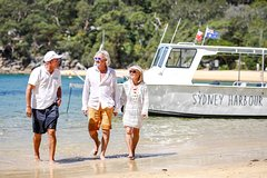 Imagen Small-Group Sydney Harbour Boat Tour with Beach Stops and Local Guide
