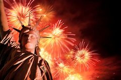 Ultimate NYC 4th of July Experience: BBQ Lunch, Manhattan Tour and Statue of Liberty Fireworks Cruise