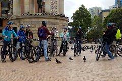 Imagen Bike Tour in Bogota Historical Sites and Fruit Market