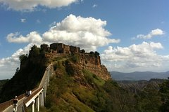 Siena to Roma: Orvieto and Civita Bagnoregio Transfer Tour