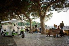 Imagen Lisbon Belvederes Tour on an EcoTuk Tuk