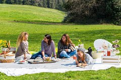 Imagen Barefoot in the Park: Your Ultimate Organic Picnic in Rome