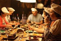 Imagen Experiencia gastronómica argentina: preparación de empanadas y degustación de carne, vino, alfajores y mate