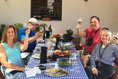 Imagen Recorrido para grupos pequeños: almuerzo de barbacoa tradicional uruguaya y cata de vinos